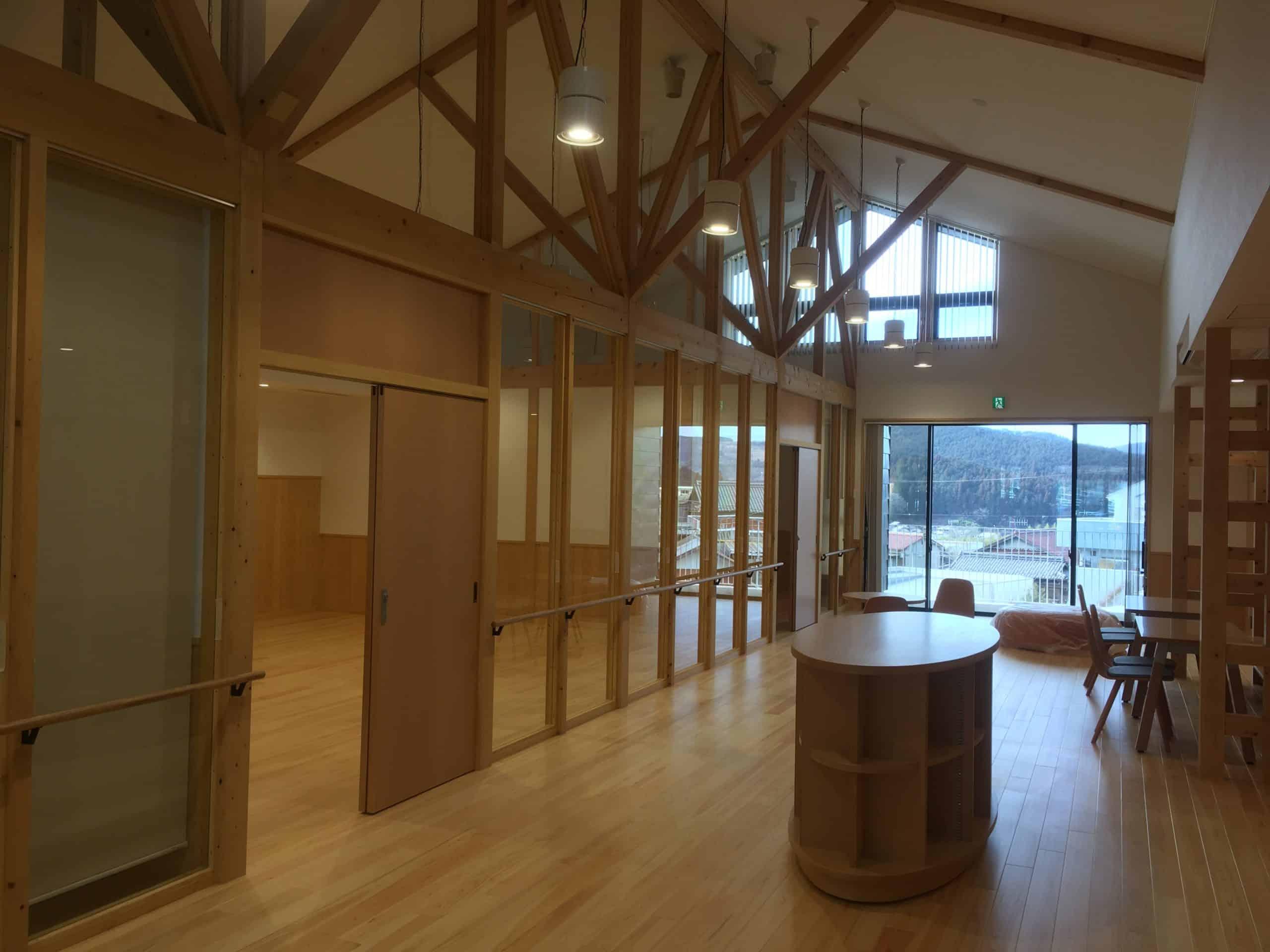 「交流センター 中大規模木造」もうすぐ完成